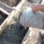 Как выбрать бетон для фундамента забора