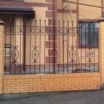 Продумываем забор из кирпича и ковки: фото идеи