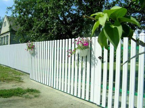 Забор из пластика