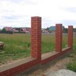 Как построить столбы из кирпича для забора
