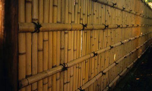 Садовый забор из бамбука