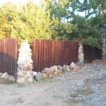 Забор из дерева и камня: комбинированные варианты