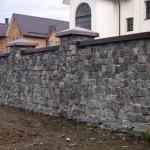 Как сделать забор из камня: технология кладки