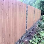 Как построить забор из профнастила под камень
