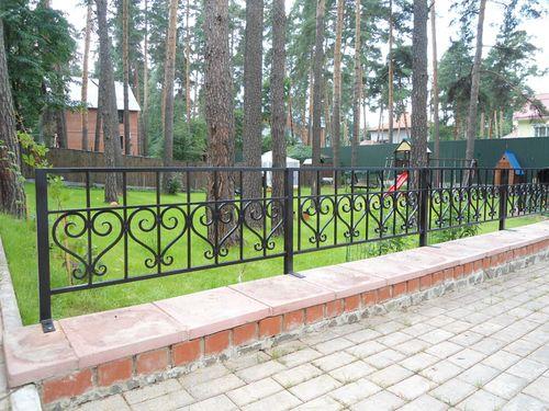 Выбираем забор для клумб
