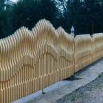 Красивые деревянные заборы: фото идеи для воплощения