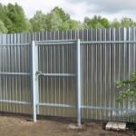 Какой металлический забор для дачи выбрать?