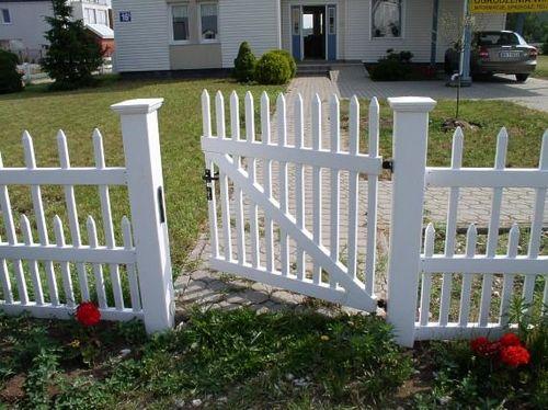 Выбираем забор из пластика
