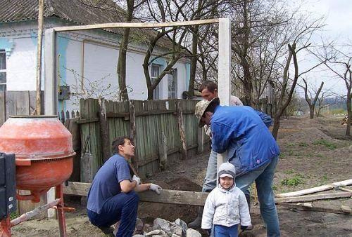 poshagovaya_ustanovka_betonnogo_zabora_04