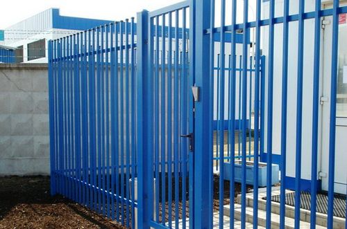 Выбираем забор из профильной трубы