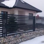 Можно ли строить забор зимой: нюансы установки