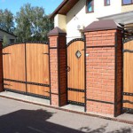Заборы и калитки: фото варианты для дома