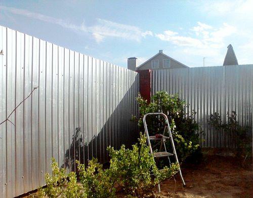 Выбираем оцинкованный забор