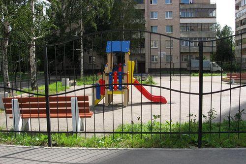 zabor_dlya_detskoj_ploshhadki_09