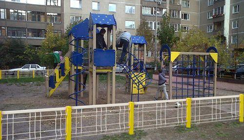 zabor_dlya_detskoj_ploshhadki_10