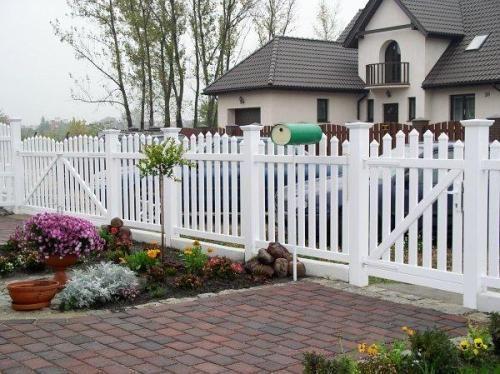 Забор для дома из пластика