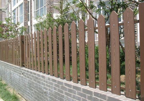 красивый забор из лиственницы_08