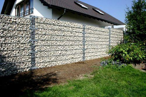 Выбираем забор из сетки и камня
