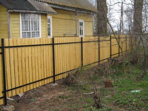 Выбираем желтый забор
