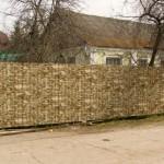 Как построить забор из сайдинга на участке