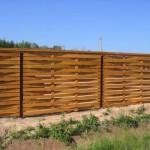 Как поставить щитовой деревянный забор